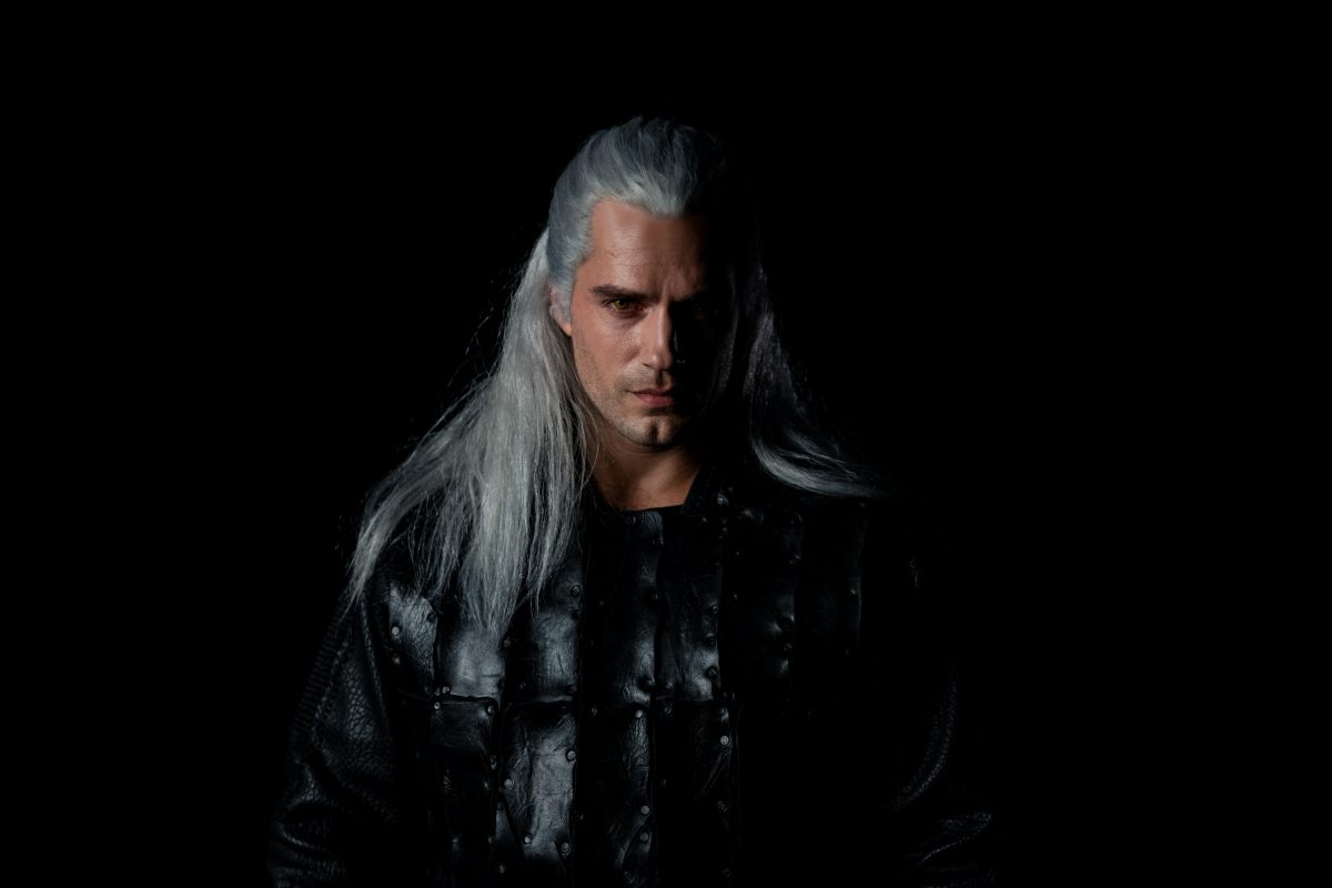 Here S Our First Look At Henry Cavill In Netflix S The