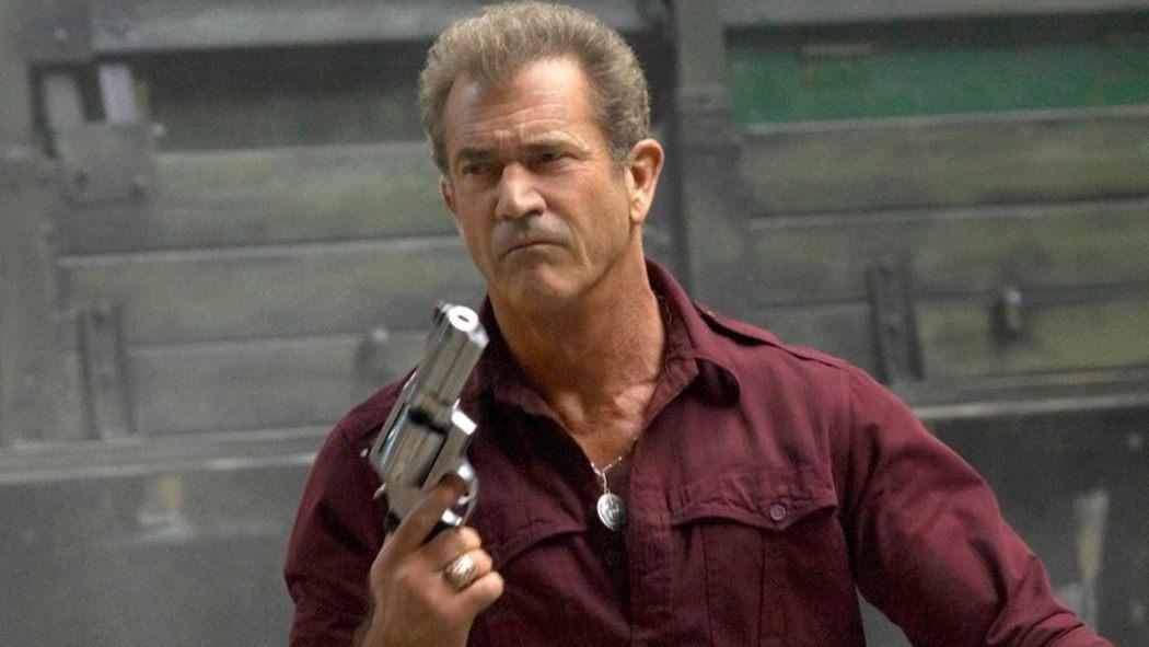 Mel Gibson Gun Header 1050 591 81 s c1 - Wah, Ternyata 6 Aktor Papan Atas ini Hampir Saja Memerankan Batman